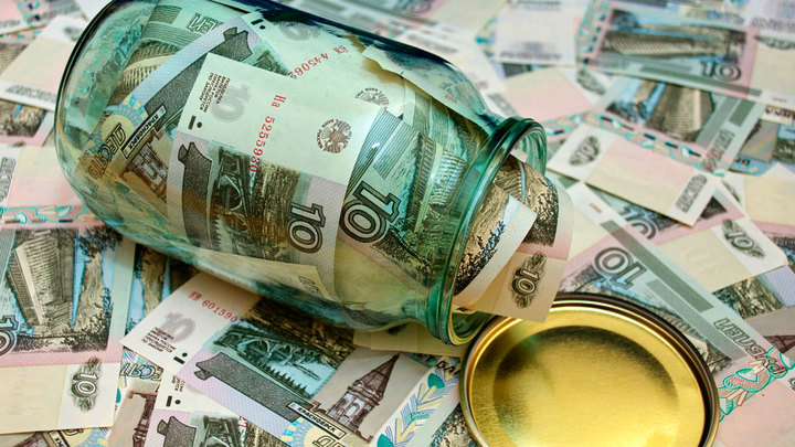 Население России всё чаще хранит деньги под матрасом