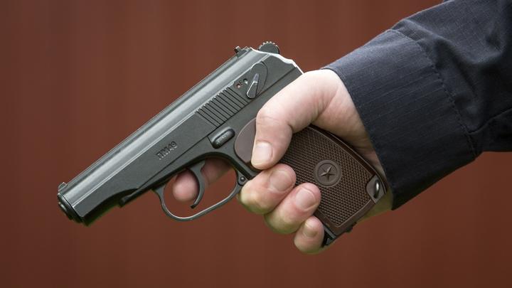 Грабитель с игрушечным пистолетом вынес из офиса микрозаймов две пачки купюр «банка приколов»