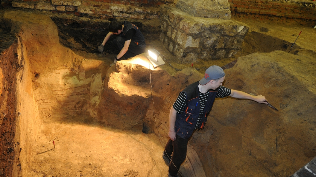 Храм XVI века и древние артефакты обнаружили при раскопках в центре Москвы