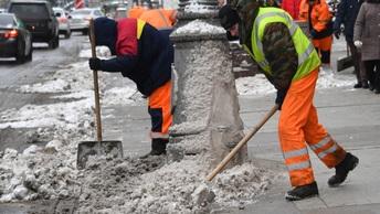 Чиновников из Владивостока наказали за сотни снежных ДТП
