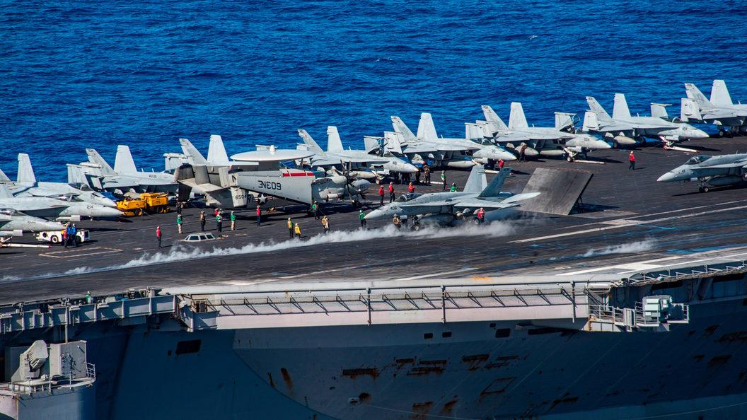 Самолет ВМС США рухнул в океан при подлете к авианосцу Рональд Рейган