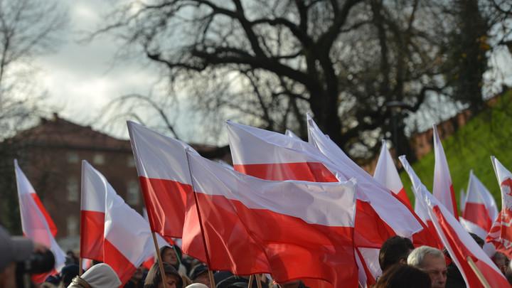 Варшава призвала поляков прислать им кляузы со всего мира
