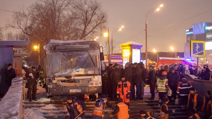 Среди погибших при наезде автобуса на западе Москвы - школьница и трое взрослых