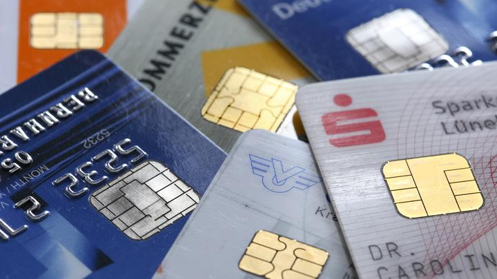 Самое простое - повесить трубку: Эксперт рассказал, как не попасться на удочку банковских мошенников