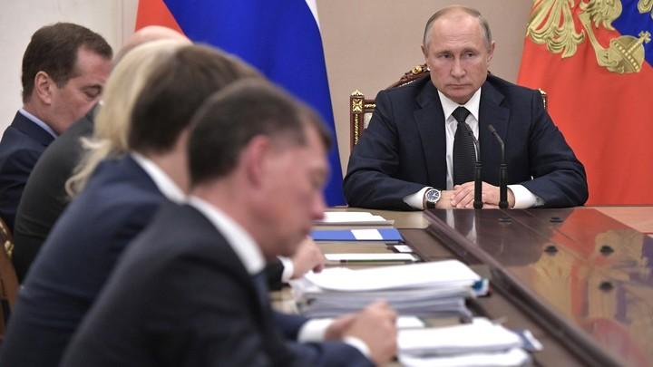 Путин скажет, что хоть под стол полезай, но - мужик: Бывший шеф протокола Горбачёва и Ельцина объяснил, в чём прокол Трампа