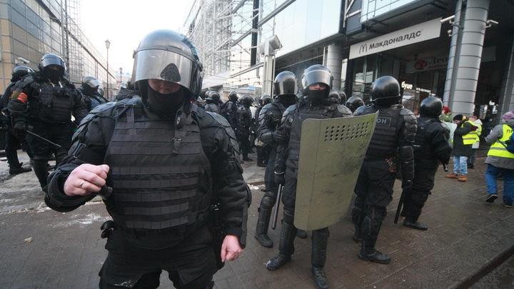 Учителя в школах Екатеринбурга пригрозили ученикам отчислением за участие в незаконных митингах