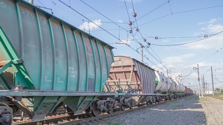 Груженые вагоны сошли с рельсов на химическом предприятии в Свердловской области