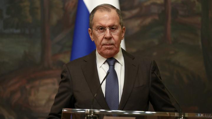 Многие страны хотят помощи России в борьбе с COVID-19, но не могут попросить. Лавров назвал причину