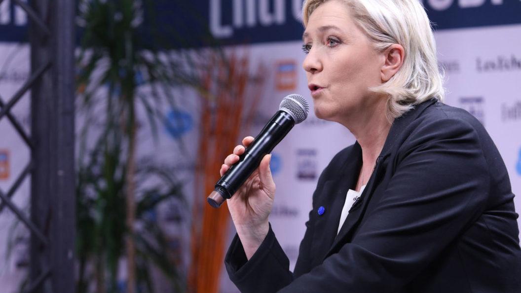 Марин Ле Пен призвала восстановить порядок во Франции и отказаться от тех, кто врал