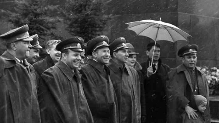 Гагарин побрил сзади: Интимная особенность Алексея Леонова едва не закрыла ему дорогу в космос