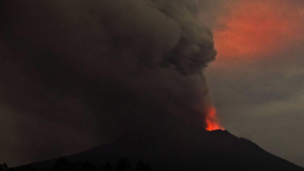 Вулкан на острове Бали грозит новыми выбросами
