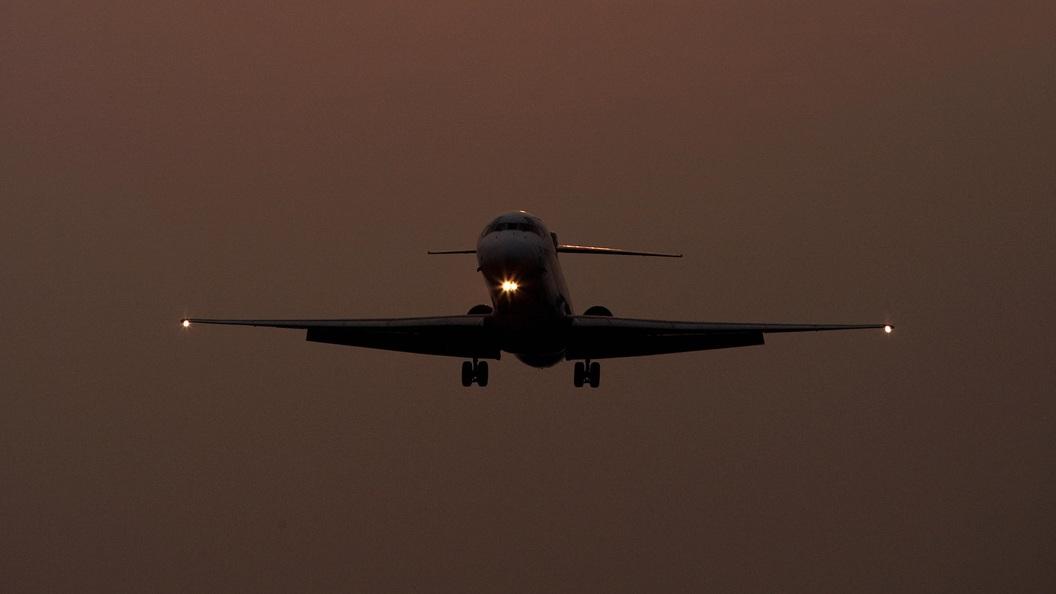 Житель США скончался наборту самолета перед экстренной посадкой вШереметьево