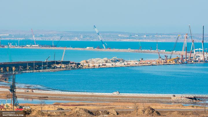 У Керченского моста появились первые блоки судоходного пролета