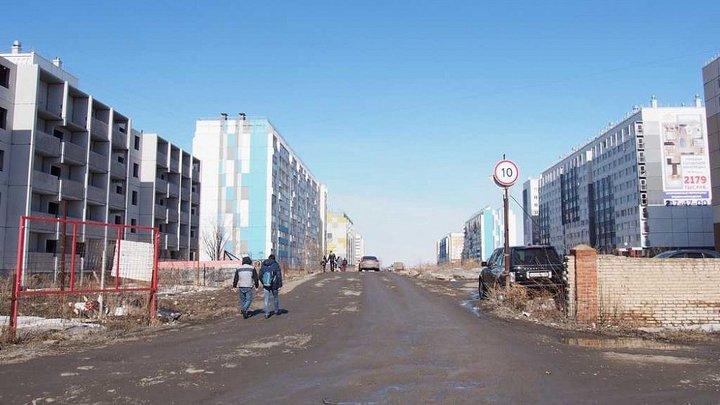 В Челябинске строителей заставят отсыпать дорогу и убрать мусор возле новых домов в Чурилово