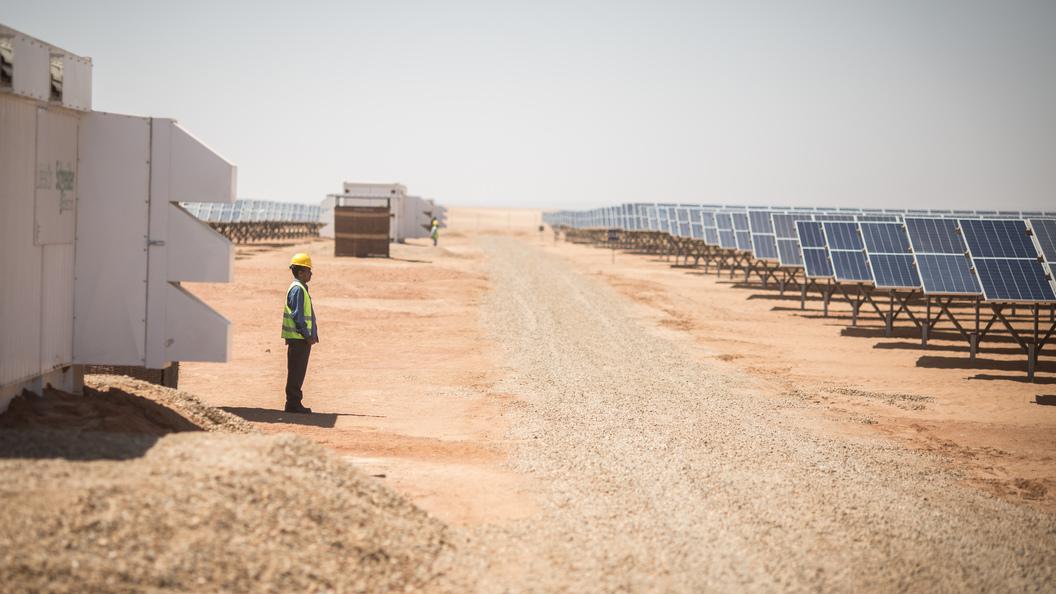SoftBank построит вСаудовской Аравии самый крупный парк солнечных батарей