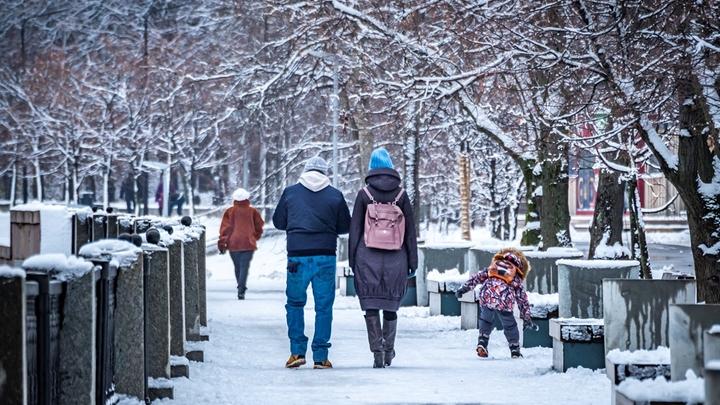 Дискомфорт, морщины и снежная болезнь: Офтальмолог предупредила о надвигающейся опасности