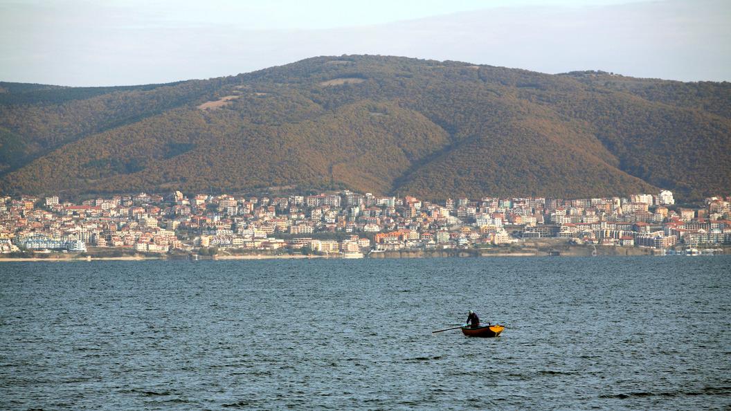 Самолет с детьми из России 19 часов не может вылететь из Болгарии