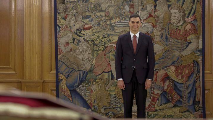 Новый премьер Испании проигнорировал традиции присяги – видео