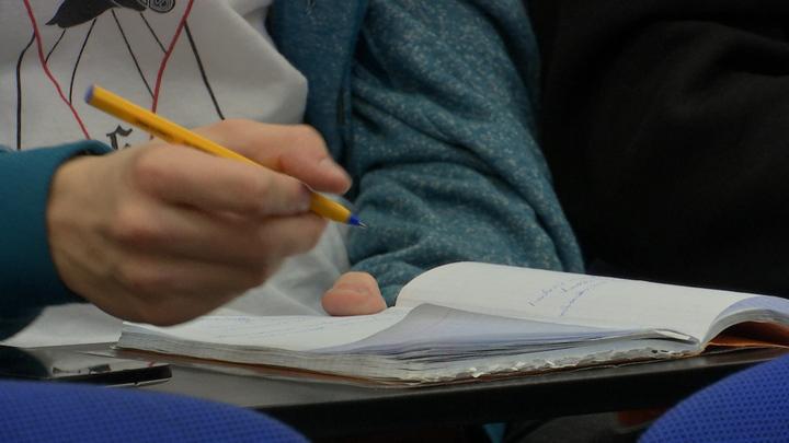 Учителя в сомнениях: В московских школах высказались о вакцинации от COVID