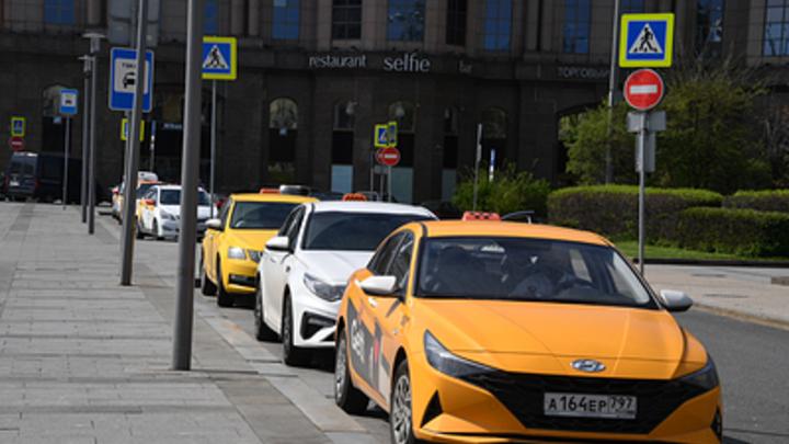 Машина таксиста-инвалида, избитого пассажиркой в Новосибирске, попала в ДТП