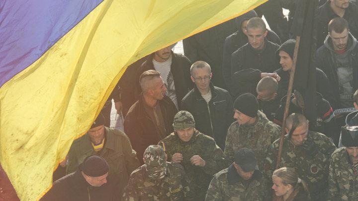 Глава Союза православных братств Украины отбился хоругвью от нацистов с ломами