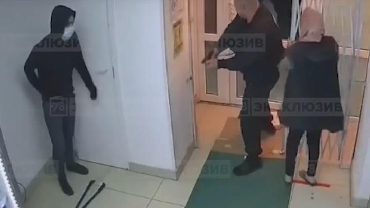В Петербурге охранник застрелил азербайджанца-грабителя