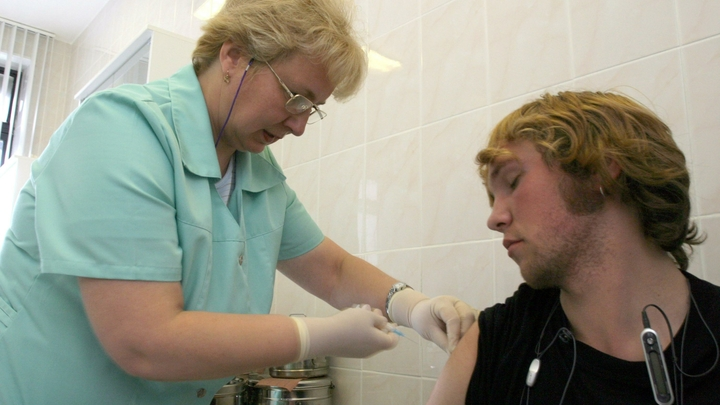 Аттракцион дня: за вакцинацию в России предложили платить по 30 тысяч рублей - Baza