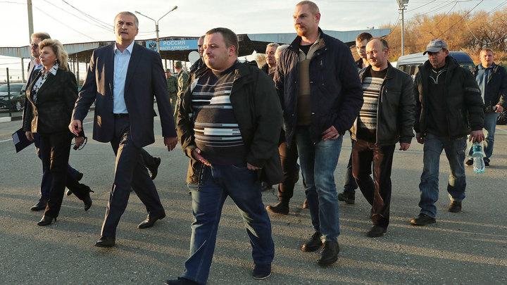 Россия своих не бросает: Захваченные украинскими пиратами моряки «Норда» вернулись домой