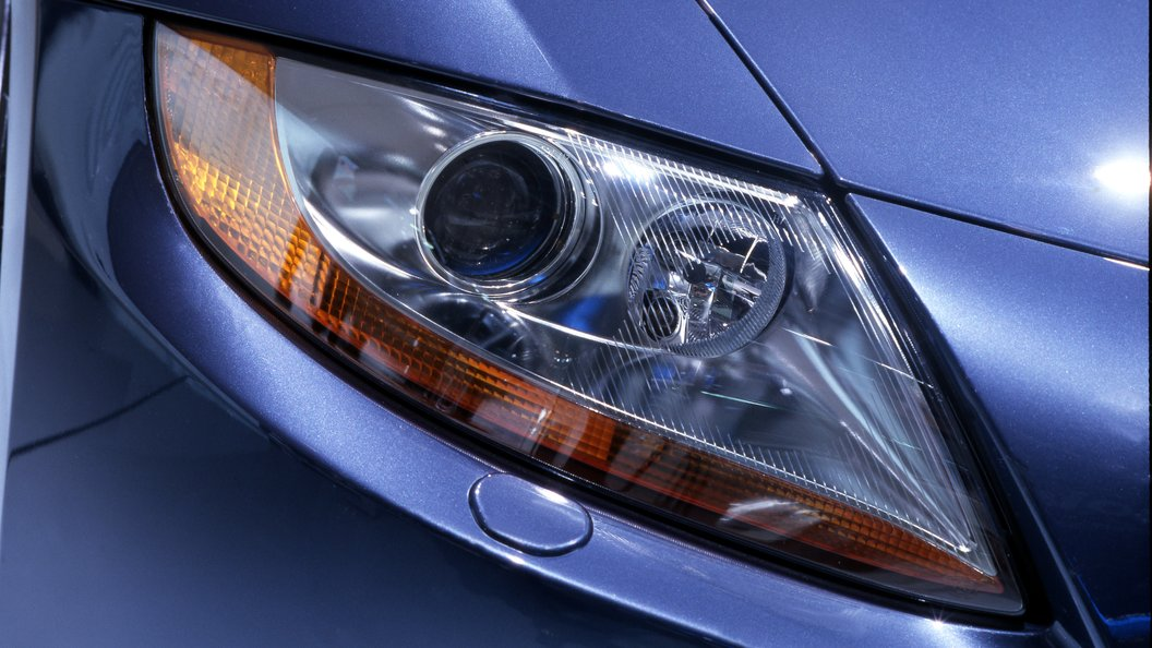 Фото: BMW скрыла во тьме новый кабриолет