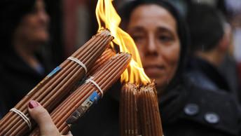 Бог дал нам шанс: В Иерусалиме сошел Благодатный Огонь - видео