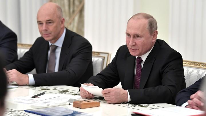 Удар по Силуанову и всем державшим деньги про запас: Путин утвердил прямые выплаты
