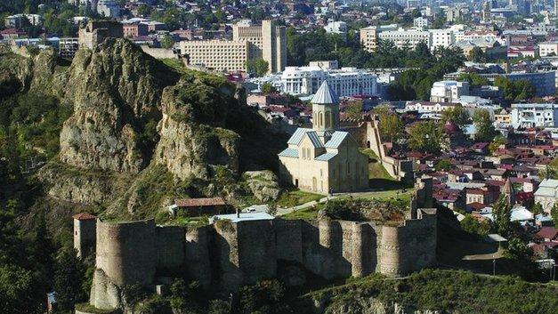 Аппетиты растут: Протестующие в Тбилиси добиваются отставки кабмина
