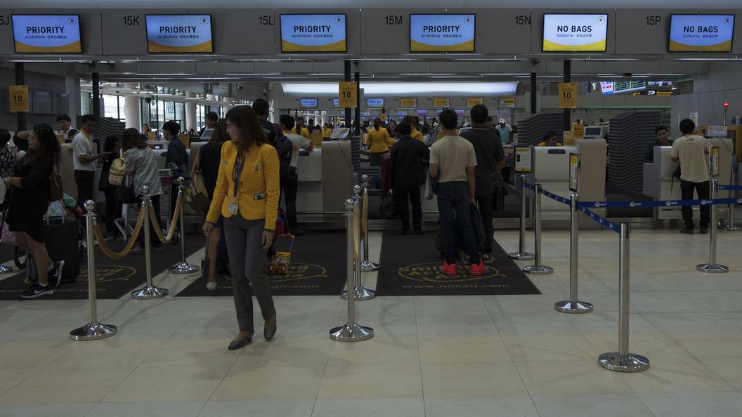 ВТаиланде зажегся аэропорт— неменее тысячи человек эвакуированы