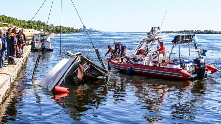На борт зашла вода, началась паника: Разработчик перевернувшегося катамарана восстановил ход трагедии