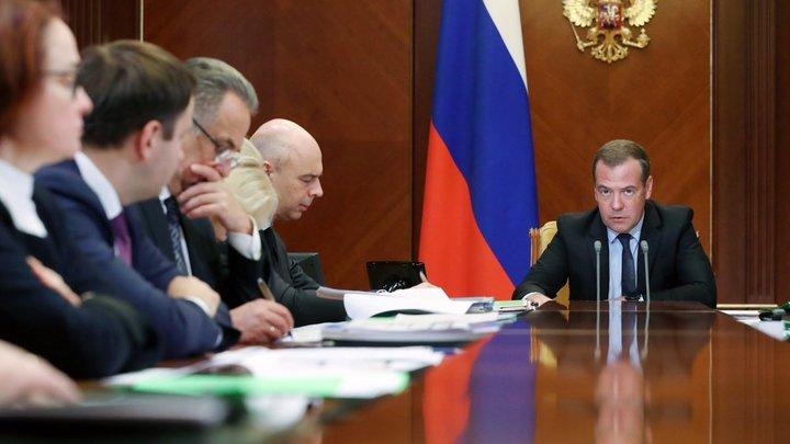 Бюджет украл и к врагам сбежал: В Twitter ответили за губернаторов на претензии Медведева