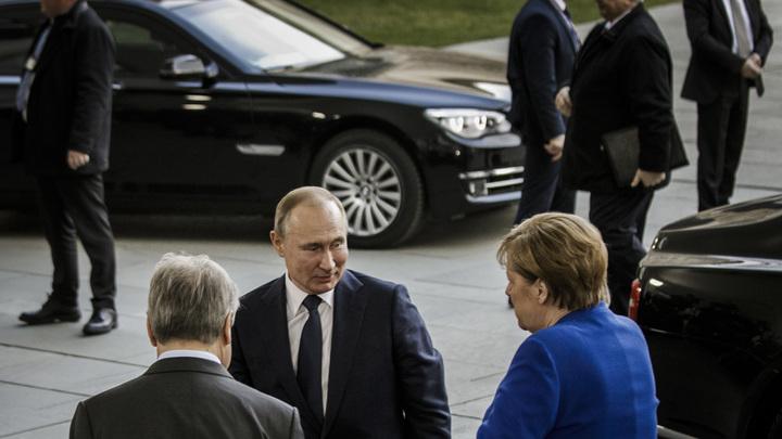 Путина потеряли, Гутерреш заговорил по-русски, а Макрон кинулся к президенту России. Репортаж из закулисья Берлина