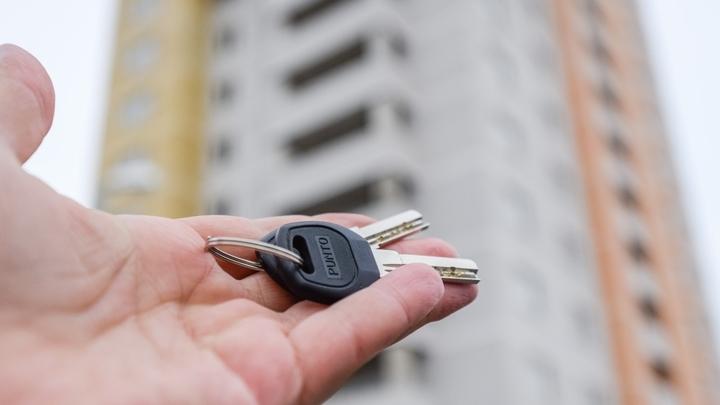 В Краснодаре ключи от новых квартир получили 28 семей-погорельцев дома на Российской