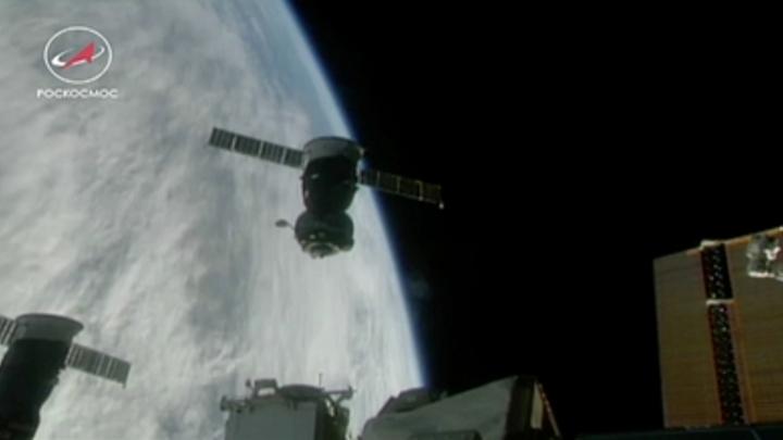 «Микрометеорит создал трещину»: Рогозин рассказал об утечке воздуха на МКС