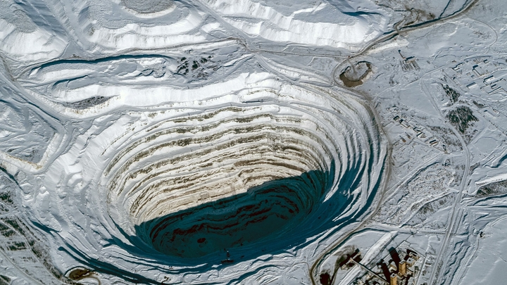 Подробности обрушения шахты в Туве: Один из шахтеров все еще под землей
