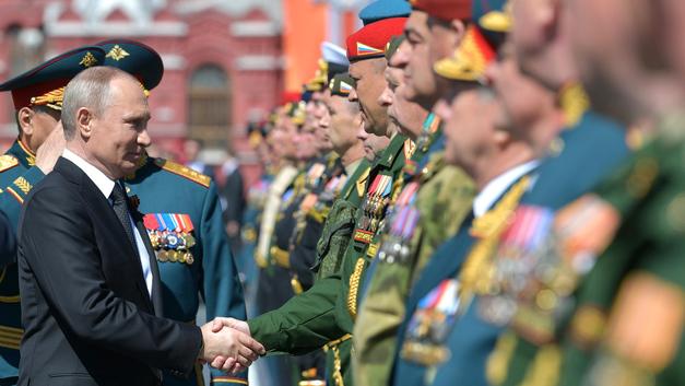 Генерал-майор рассказал, как его после парада спас Владимир Путин