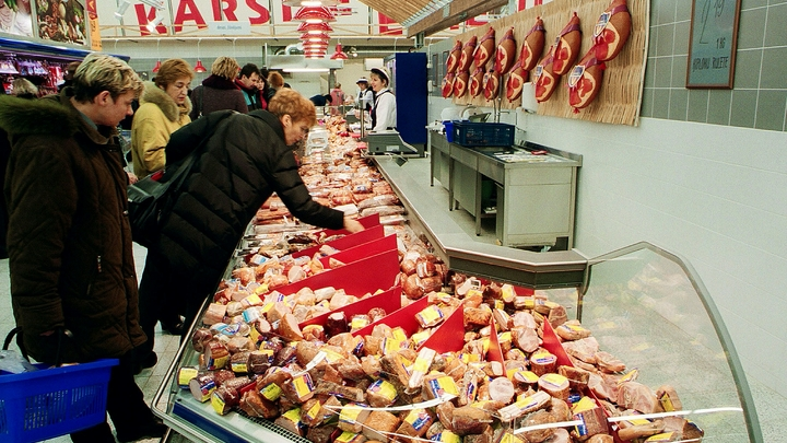 Ой, мамочки! А детей-то зачем взяли?: В дзержинский супермаркет ломанулись тысячи покупателей