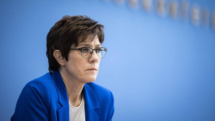 Возмущённой министру обороны Германии дали совет: