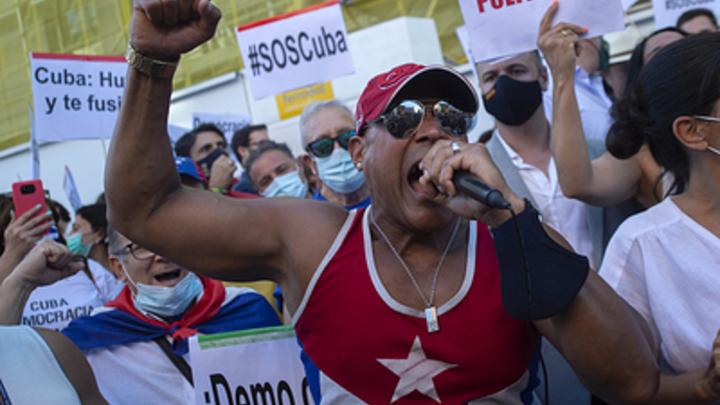 Эксперт о беспорядках на Кубе: Правы обе стороны