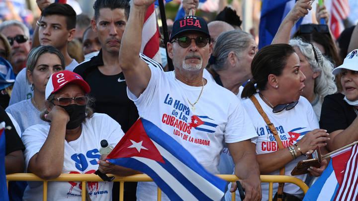 На Кубе запустили механизм цветной революции: США уже участвуют в стабилизации