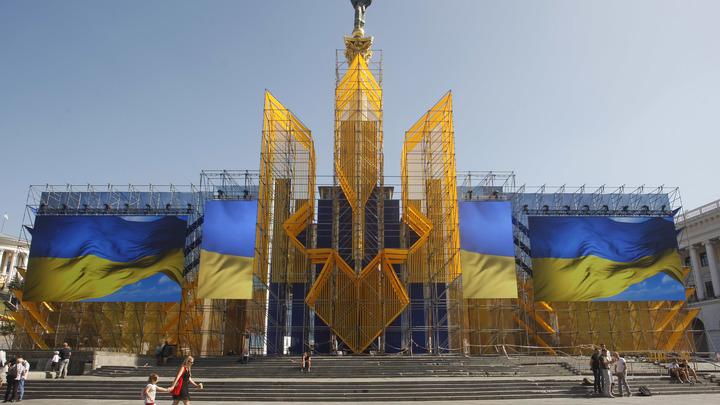 Изгваздали и разбили: Украинские радикалы напали на машины российских дипломатов