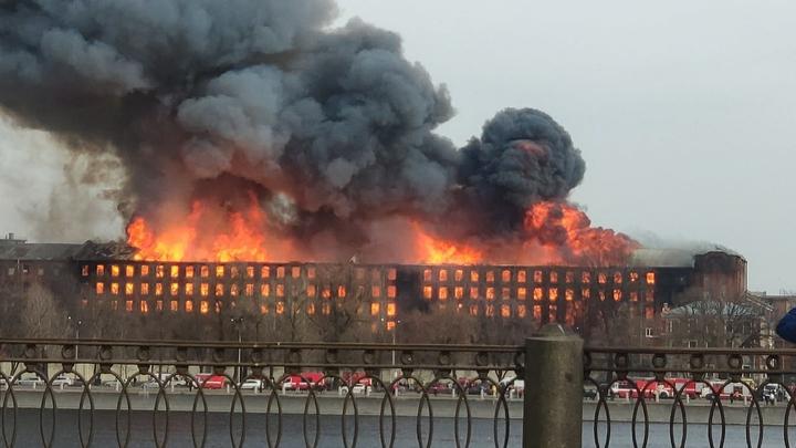 Пожар на «Невской мануфактуре» в Петербурге полностью потушили
