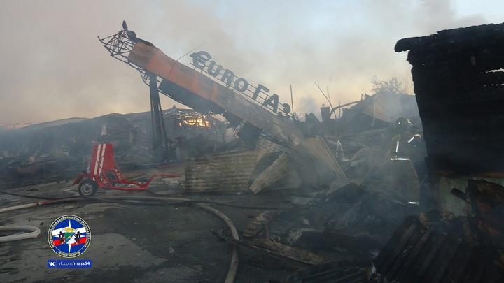Пожар на автозаправке в Новосибирске: Фото, видео происшествия и его последствий