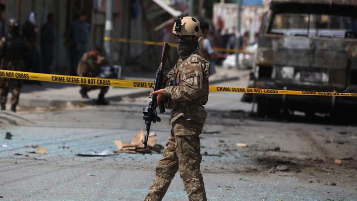 Боевики ведут перестрелку: Взрыв рядом с Минобороны в Кабуле унес жизни 34 человек
