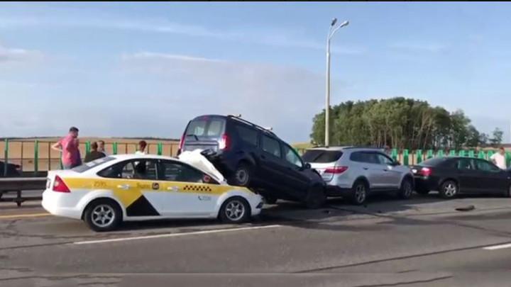 Девять машин устроили массовую аварию на МКАД