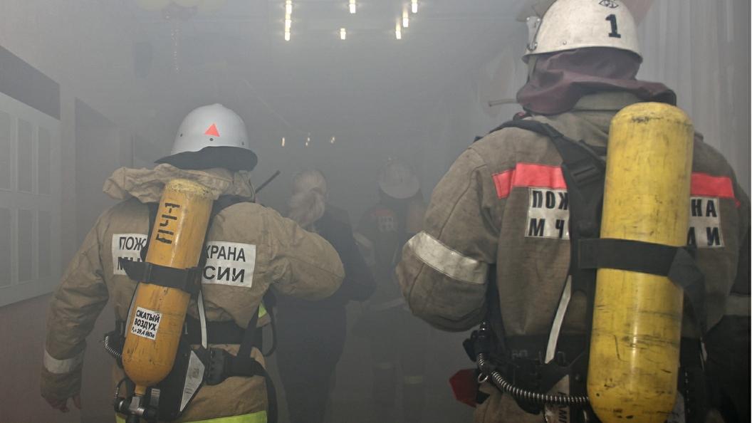 В центре Ростова потушили пожар, разгоревшийся на площади 1,2 тыс. кв.м.